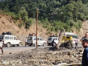 traffic jam at badrinath road uttarakhand